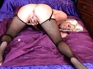 Ash-blonde Bosomy Cougar Lu Elissa Luvs Masturbating Her Raw Cooter