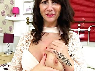 Scottish Cougar Toni Lace Lets You Love Her Succulent Bod