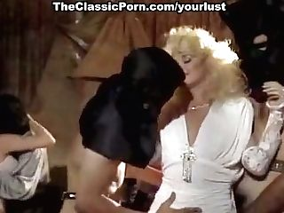 This Fuck-fest Crazed Blonde Loves Being In The Middle Of A Spitroast