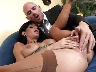 Hot Black-haired Called Her Hubby To Prove Him That She Can Squirt