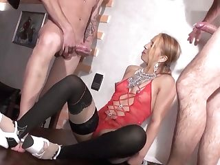 Hot Cougar And Her Junior Paramour 855