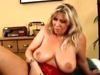 Hot Cougar And Her Junior Paramour 764